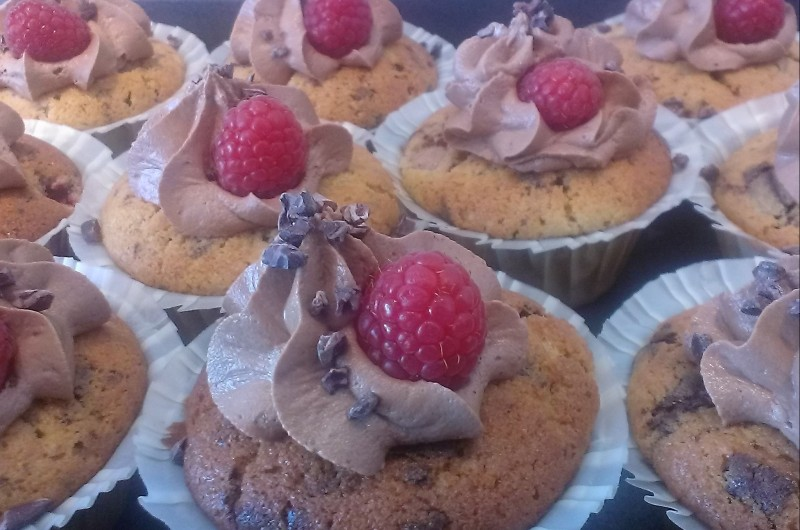 Hindbær-chokolademuffins m/choko-nougat frosting
