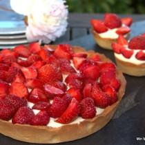 Jordbærtærte med flødecreme og marcipan