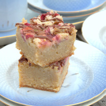 Glutenfri blondies med rabarber